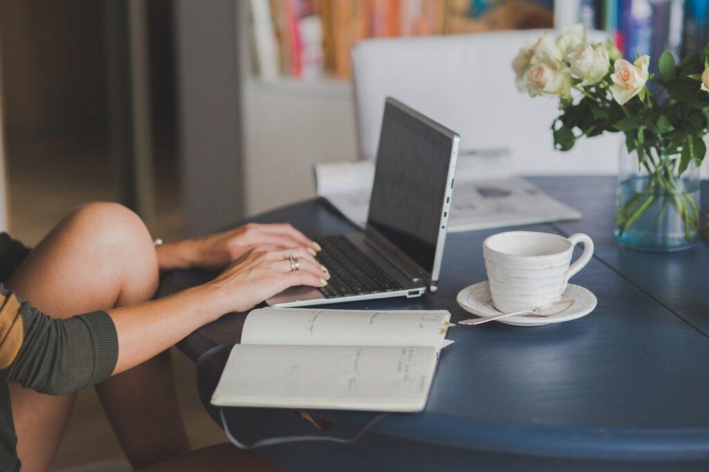 ブログ運営1年目の振り返り【記事数・PV数・収益】報告